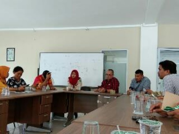 Program English Day yang digelar PWI Riau. (istimewa)